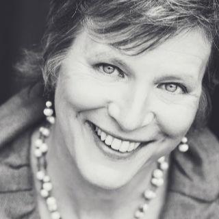 Suzanne Falter